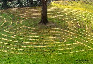 Labyrinth Seminare: Meine Mitte finden, Wandeln im Labyrinth meines Lebens mit Mechthild Messer Beruf und Biografie Frankfurt am Main